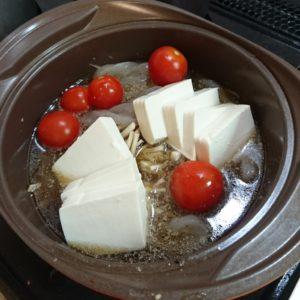 もつ鍋にトマト